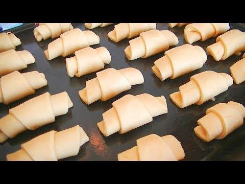 Нежные сметанные рогалики с варёной сгущёнкой. Готовятся легко! Съедаются очень быстро!