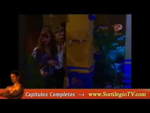 http://sortilegiotv.com/ Sortilegio Capitulo 18 en línea gratis Fernando le dice a Victoria que es una estupenda mujer y ha sido una magnifica madre, ella le...