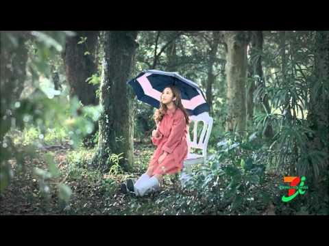 板野友美、フレンチ・キス 7&i CM 「レインスタイルコレクション」01