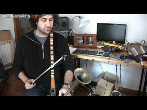 Los instrumentos insólitos de Diego Galaz
