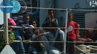 Mediterranean migrants arrive in Italy after one died of suffocation on overcrowded boat