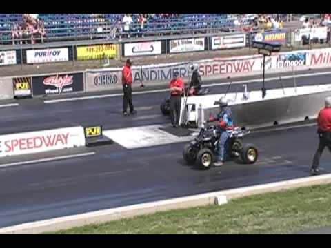 drag race yamaha raptor vs yamaha banshee Video