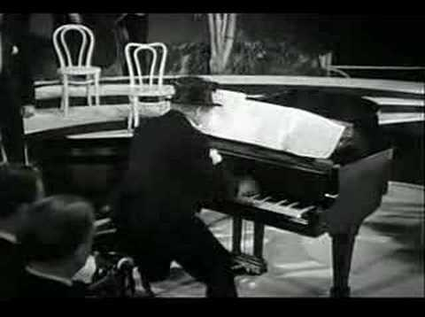 Harpo Marx plays Rachmaninov
