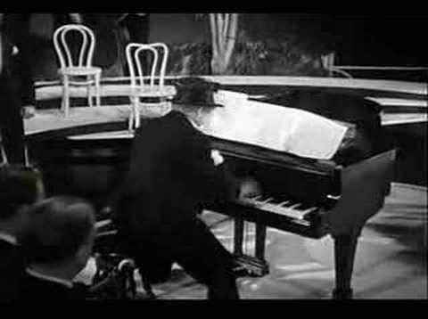 Harpo Marx plays Rachmaninov