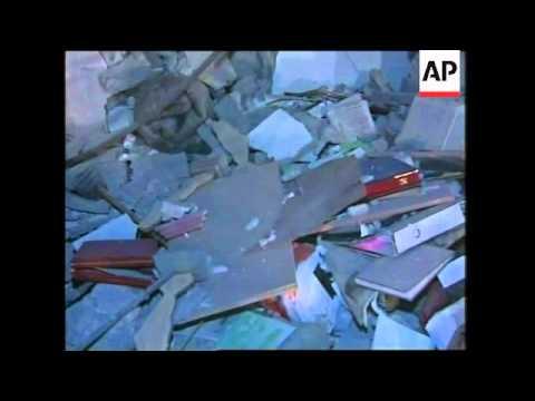 WRAP Israeli air strike, Hamas militant killed, tanks move