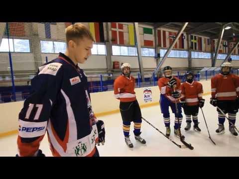Хоккеисты Сокола и Рысей дают мастер-класс юниорам
