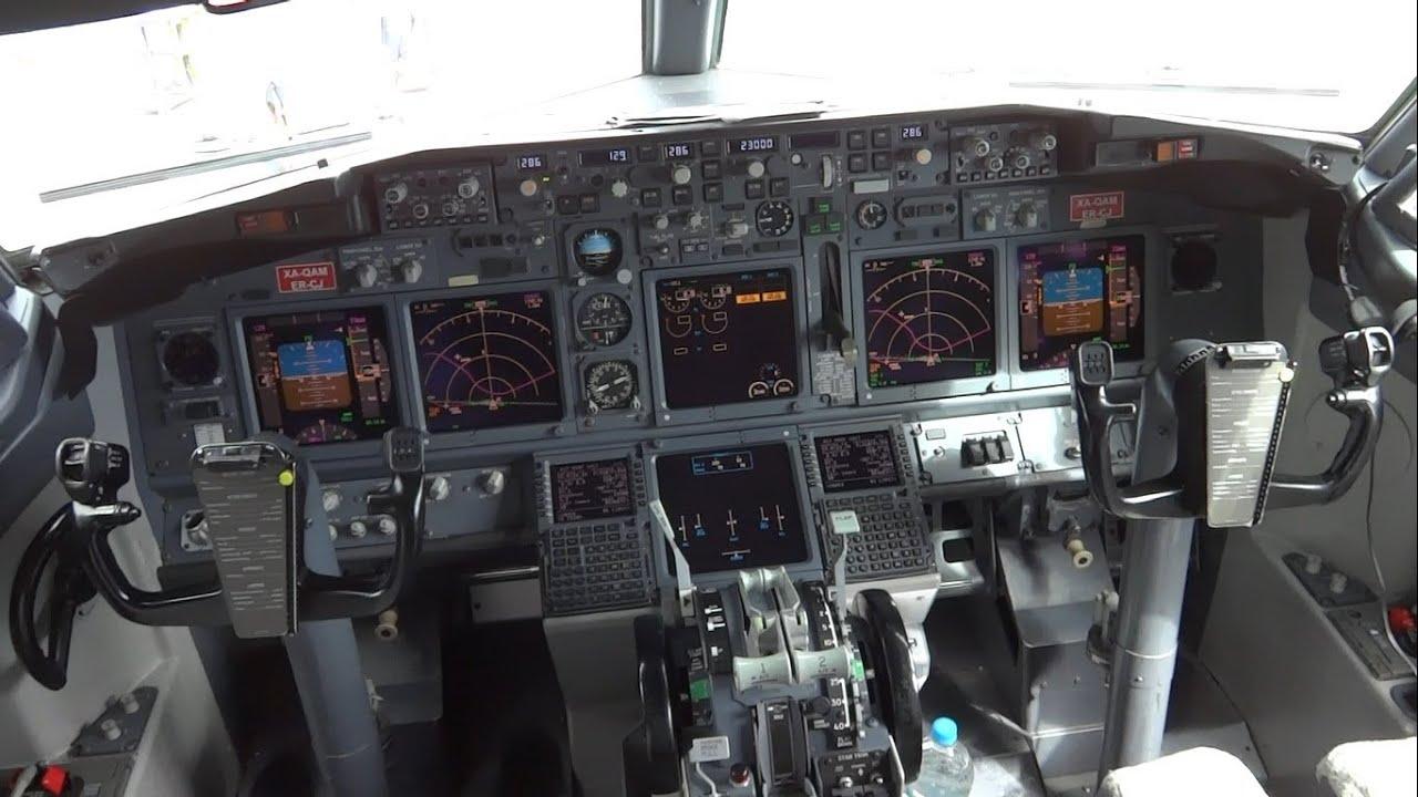 Boeing 737 ng cockpit in hd cabina boeing 737 ng en hd youtube - Cabina ryanair ...