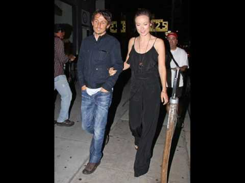olivia wilde kiss girl and paparazzi picture / dark road Video