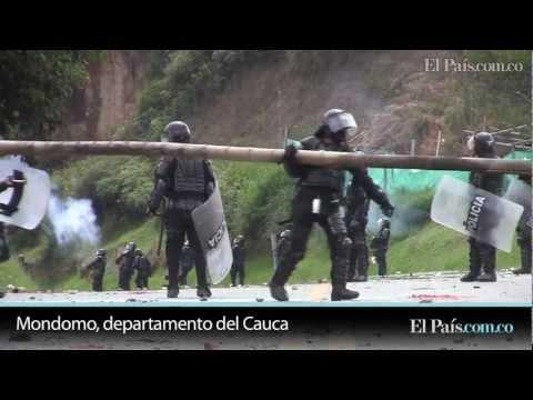 Protagonistas de paro cafetero bloquean v ía Panamericana en el Cauca