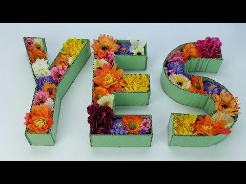 フェルトフラワーや造花でアルファベットのインテリア