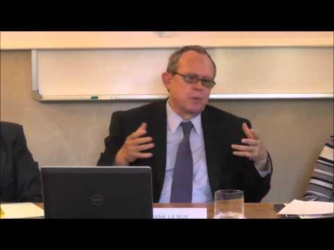 UN Rapporteur Frank La Rue presents the report