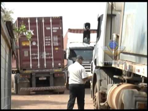 Funcionários de transportadora fazem manifesto por direitos trabalhistas
