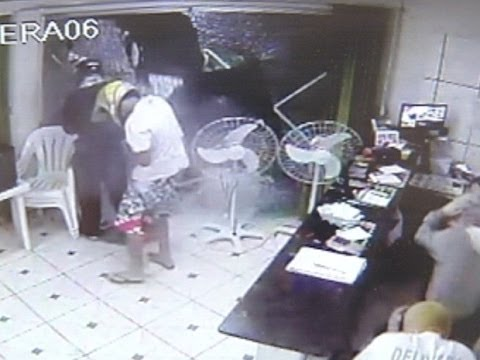 Ladrões são metralhados pela PM após assaltarem pizzaria em SP