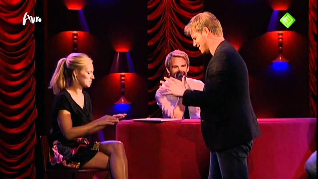 Jennifer hoffman 9 oktober 2011 mag ik u kussen bart for Mag je een overledene kussen