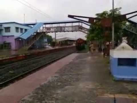 Chennai Express Running On Platform video
