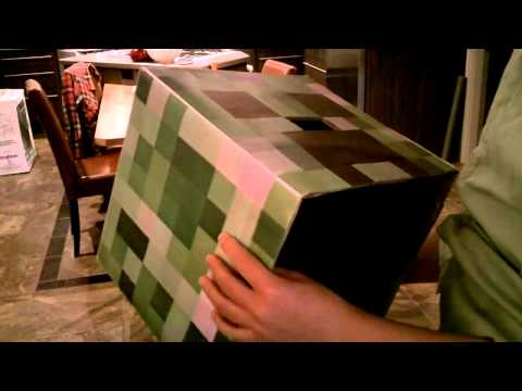 Homemade Minecraft Creeper Costume (Beautiful Construction)