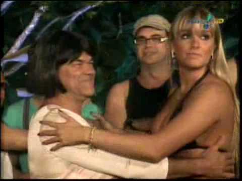 P�nico Na TV 06/06/2010: Gincana da Salsicha com as Panicats: Juju beija Rodela de Lingua