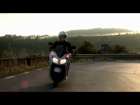 NSS 300 Forza - La opinión de la Prensa