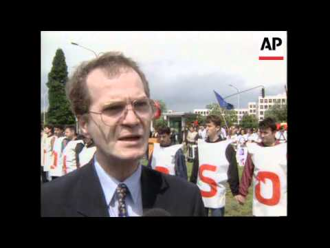 BELGIUM: BRUSSELS: ALBANIANS PROTEST OUTSIDE NATO HEADQUARTERS