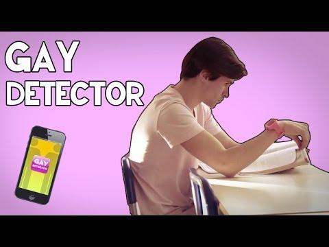 GAY DETECTOR - (UN GAY IN CLASSE)