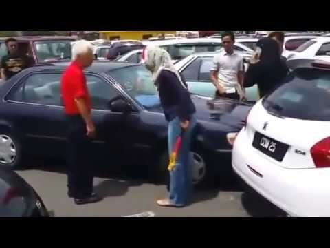 Malay woman in Kuantan road rage attacks elderly Chinese man