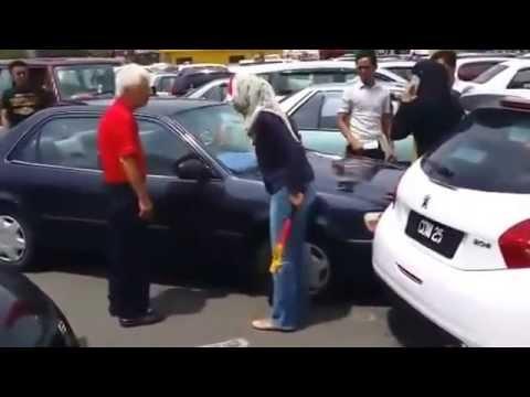 Malay Woman In Kuantan Road Rage Attacks Elderly Chinese Man video