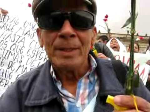 Víctimas de masacres de Mapiripán, (Meta) protestan en Bogotá.
