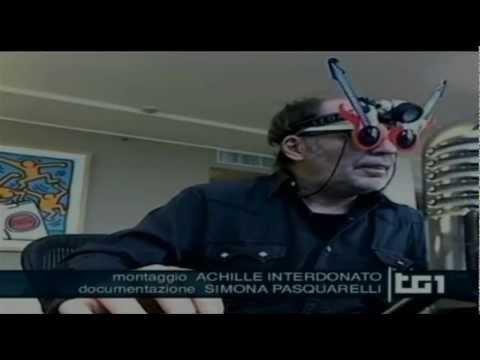 """La gaffe del TG1 su Vasco Rossi-Ligabue e sul tasto """"non mi piace"""" di Facebook (04/12/'11)"""