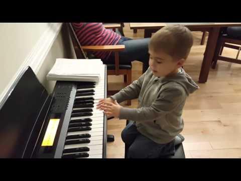 Kasler Pierwszy Raz Gra Na Pianinie