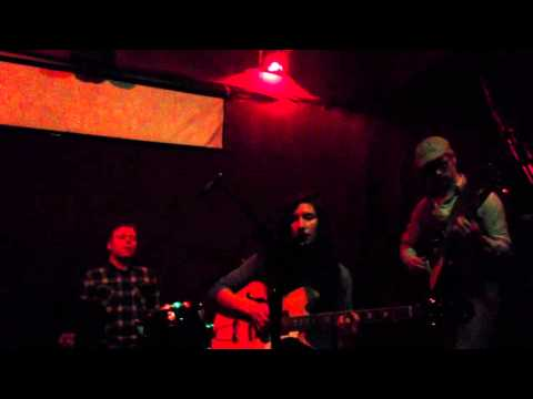 Idea the artist &quot;I'm in the wrong&quot; live at hotel Utah