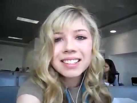 Jennette McCurdy And Nathan Kress in the airport