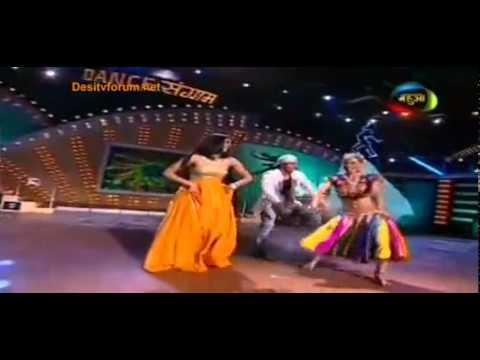 Shweta Tiwari Dance With Gauri Chatri In Dance Sangram video