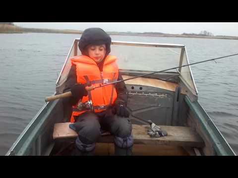 щука перевернула лодку ютуб