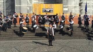 Die Jeppe High School for Boys Pipe Band auf dem Barfi