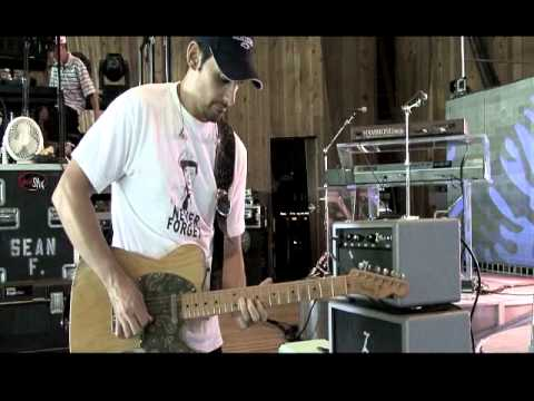 Dr ZZ Wreck demo with Brad Paisley