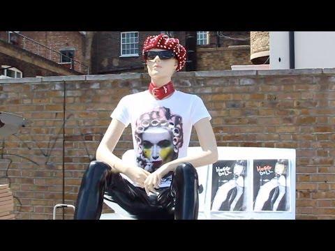 KOOKY LONDON NEWS : QUIRKY VAUXHALL ART CAR BOOT FAIR SHINES IN THE SUN!