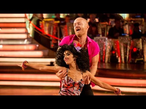 http://www.bbc.co.uk/strictly Jake Wood and Janette Manrara dance the Samba to 'Macarena' by Los del Rio.