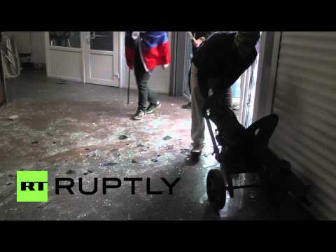 Ukraine: Protesters storm Donetsk SBU building