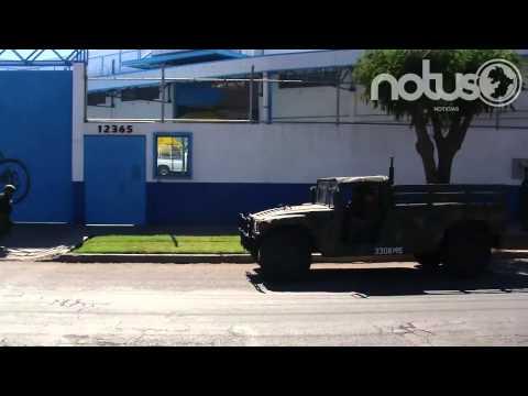 Militares y policía de San Luis Potosí custodian tela camuflada que llegó a Irapuato