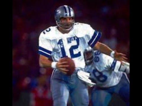 ROGER STAUBACH ONE OF THE FIRST MOBILE QUARTERBACKS IN THE NFL.