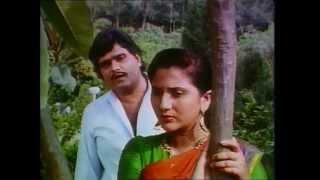 Tu Sukhkarta – '' Tuj Var Jadali Preeti'' Full Song – Ashok Saraf, Nivedita Saraf
