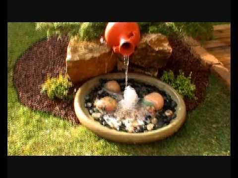 Jard n de c sped natural y fuente con plato surtidor for Construir una fuente de jardin