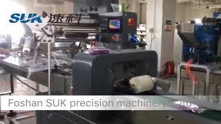 Full automatic flow packing machine with auto card feeder