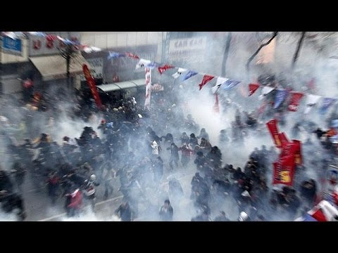 Turkish police fire water cannon on Istanbul protesters