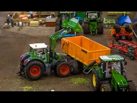 R/C John Deere & Fendt In Action! Amazing RC Tractors At Work. Awesome Farmland! SIKU 1:32 Models.