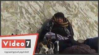 """بالفيديو..أرصفة ميدان الحسين """"ملجأ المشردات""""..""""سيدات يعشن على صدقات المارة"""""""