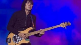 Thomas Ramdhan Solo Bass ( Best Indonesian Bassist ) Wow..Amazing!!!