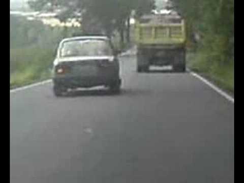 Škodom isterao kamion sa puta