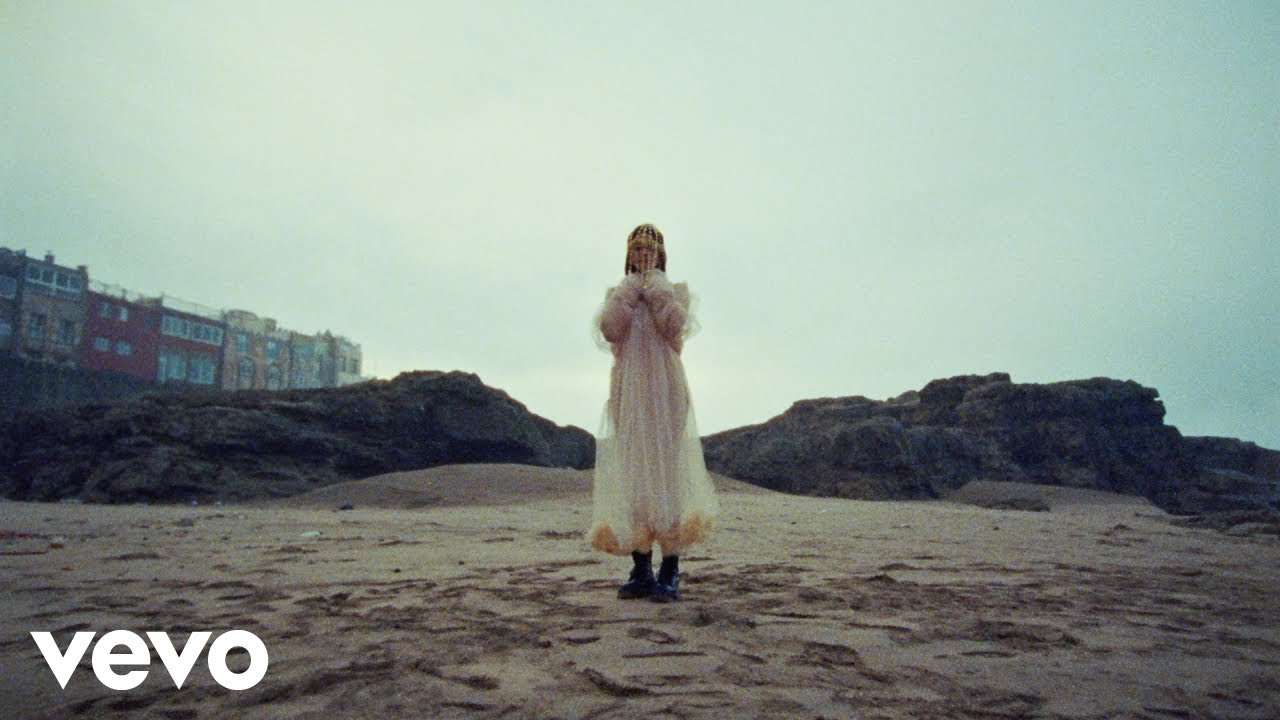 "Lolo Zouai - ""Desert Rose""のMVを公開 デビューアルバム「High Highs to Low Lows」収録曲 thm Music info Clip"
