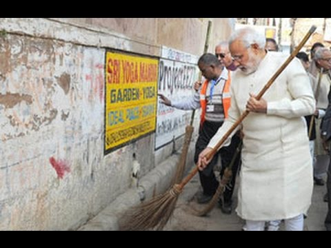 Watch how PM Modi picked up a broom and cleaned a Varanasi street